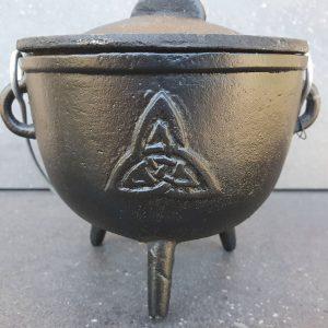 Heksekedel med Triquetra